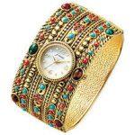 幅広ベルトの腕時計